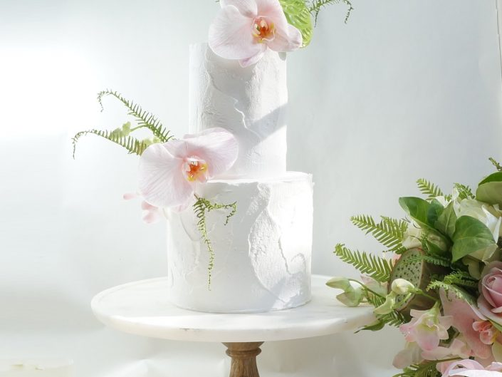 Royal icing finish wedding cake