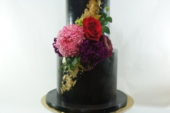 party-cake-black-gold-fresh-flowers