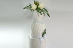 The pearl wedding cake