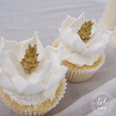 cupcakes magnolia sugar flower WM